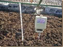 01ボカシ肥料の発酵続く12-1-31