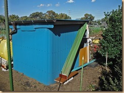 04物置小屋に支柱収納13-11-19