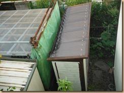 02葺き替え後の物置小屋の屋根14-5-25